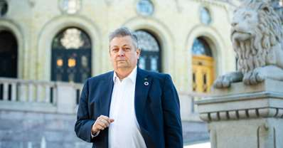 NITO-president Trond Markussen foran Stortinget